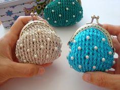 Monedero estilo vintage en punto alto en relieve, con perlas. Nivel Prin...