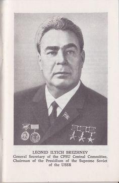 Retrato de Brezhnev, The Great October Revolution and Mankind's Progress. Mercado de Tía Ni, Sabarís, Baiona. Libros de segunda mano, antigüedades, rastro.