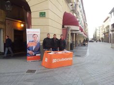 Ven a vernos a la mesa informativa de Ciudadanos Huesca en los Porches de Galicia. Te esperamos!! Sábado 14 de Febrero de 2015.