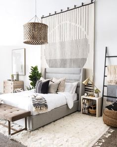 High ceiling bedroom anyone? Loving the idea of a hanging rug as a main piece be. : High ceiling bedroom anyone? Loving the idea of a hanging rug as a main piece behind the bed.⠀⠀⠀⠀⠀⠀⠀⠀⠀ Double tap if you wish… Tall Wall Decor, Hanging Rug On Wall, Ceiling Hanging, Wall Rugs, High Ceiling Bedroom, Loft Bedroom Decor, White Rooms, White Bedroom Walls, Interiores Design