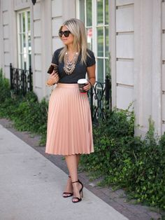 15 Fascinating Midi Skirt Outfits #MidiSkirt #MidiSkirtOutfits