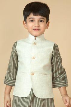 Trendy Mehndi Dresses for Baby Boy Designs Boys Party Wear, Kids Wear, Shadi Dresses, Pakistani Dresses, Baby Boy Fashion, Kids Fashion, Kids Kurta, Boys Kurta Design, Kids Ethnic Wear