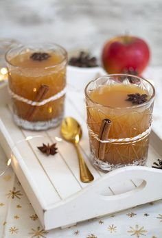 Recette du jus de pomme chaud aux épices de Noël Fall Recipes, My Recipes, Cooking Recipes, Christmas Recipes, Xmas Dinner, Winter Drinks, Food And Drink, Eat, Ethnic Recipes