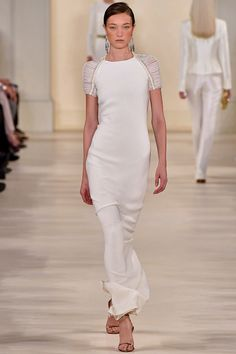 Le défilé Ralph Lauren printemps-été 2015 http://www.vogue.fr/mariage/tendances/diaporama/les-robes-blanches-de-la-fashion-week-printemps-ete-2015/20602/image/1101988#!le-defile-ralph-lauren-printemps-ete-2015