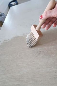 How-To Create the Pottery Barn Driftwood Finish - - Inexpensively using paint faux finishing create a driftwood gray wash inspired by Pottery Barn furniture. In just three colors makeover an old piece of furniture and make it coastal chic. Pottery Barn Hacks, Pottery Barn Furniture, Old Furniture, Paint Furniture, Repurposed Furniture, Furniture Projects, Furniture Makeover, Furniture Decor, Bedroom Furniture
