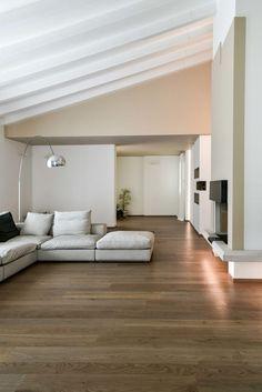 Sfoglia le immagini di Soggiorno in stile in stile Moderno di Ristrutturazione villa anni 70. Lasciati ispirare dalle nostre immagini per trovare l'idea perfetta per la tua casa.