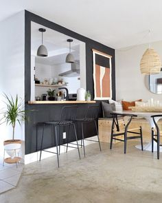 Black and boho is the perfect balance of chic and welcoming, especially when both sides are equally represented, like they are in this expertly balanced, ultra-cool look. Loft Kitchen, Kitchen Room Design, Best Kitchen Designs, Apartment Kitchen, Kitchen Pass, Bohemian Kitchen, Interior Decorating, Interior Design, Kitchen Collection