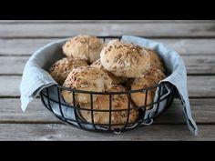 Eltefri bakst er kjapt, enkelt, godt og populært! Her kommer en ny oppskrift på eltefrie rundstykker, som er ypperlige til frokost, lunsj, brunsj – eller som… Muffin, Baking, Breakfast, Recipes, Youtube, Morning Coffee, Patisserie, Rezepte, Muffins
