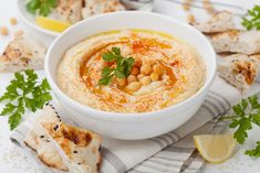 Make this delicious home made hummus dip with fresh ingredients at home. This healthy fiber rich protein packed recipe will bring joy to your loved ones. Classic Hummus Recipe, Appetizer Recipes, Appetizers, Garlic Hummus, Garlic Oil, Garlic Powder, Make Hummus, Hummus Dip, Thermomix