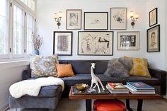 ひとつのソファに比べ、より寛ぐ印象になります。すこしカジュアルですが、デザイン次第です。