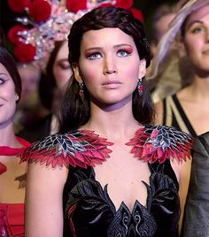 hunger games catching fire costume mockingjay | Go Behind The Scenes Of Hunger Games: Catching Fire With Costume ...
