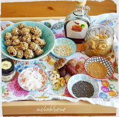 Dieser Wetterwechsel 😝 Da helfen Energiekugeln für zwischendurch 😋💞 Habt einen prima Mittwoch 🍀 #energiekugeln #rezept #recipes #haferflocken #chiasamen #leinsamen #datteln #feigen #ahornsirup #kokosflocken #vanille #cashewkerne #erdnussmuss #mixen #inkühlschrank #kugelnformen #geniessen #yummi #inmeinerküche #inmykitchen #foodporn #foodpic #insta_food #kochen #selbstgemacht #foodphotography #foodstagram #foodlover #goodmorning #wednesday