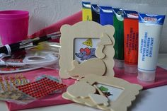 Een middagje creatief met de kinderen tijdens een kinderfeestje? Feestboxen.nl biedt de oplossing! Met een complete feestbox van feestboxen.nl wordt een  kinderfeestje organiseren kinderspel!  Laat de kinderen hun eigen fotolijstje versieren, leuk om te doen en gelijk een leuk aandenken voor thuis! Maak tijdens het feestje foto's, print ze uit en doe ze gelijk in de lijstjes! Hoe leuk is dat! kinderfeestje.feestboxen.nl