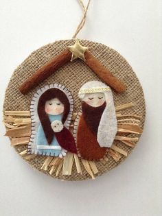 Nativity Ornament - Christmas Nativity Ornaments - Xmas Tree Ornament - Handmade and Design in Burlap and felt material, decor with cinnamon sticks , raffia and a lovely vintage trim around making this beautiful final touch. This Nativity Handmade Ornament is made with lots of love and for sure you will find the perfect spot at Home or will be the lovely Gift for that Special Person this Christmas. Measurement for this Christmas Ornaments is : 5 inches diameter ( round ) Visit my shop for...