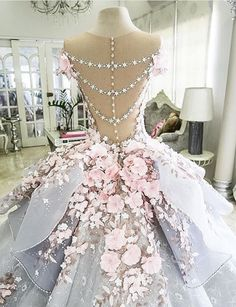 Grand wedding dress