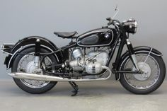 Yesterdays - After of experience we claim to have an extensive knowledge of the world of antique and classic motorcycles. Bmw Vintage, Vintage Bikes, Bmw Classic, Classic Bikes, Bmw R 50, Bmw Old, Retro Motorcycle, Classic Motorcycle, Bmw Motors
