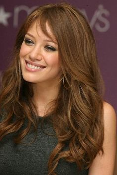 Really like this hair colour.Medium walnut brown brunette hair with a touch of highlights to produce a great colour. brown hair for fall? Summer Hairstyles, Hairstyles With Bangs, Pretty Hairstyles, Hairstyle Ideas, Layered Hairstyle, Daily Hairstyles, Everyday Hairstyles, Golden Brown Hair, Light Brown Hair