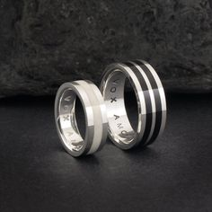 Anillos alianzas de plata, hueso y cuerno de búfalo. Sterling silver, bone and buffalo horn rings. Wood ring, wooden ring, horn ring, antler ring, wedding bands. Adam Ballester Joyas.