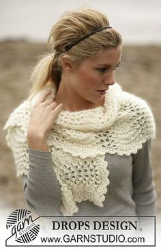 Scarf in a wavy lace pattern in Alpaca and Vivaldi pattern by DROPS design. Free.