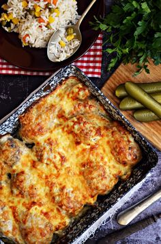 Ropogós sajt, selymes tejföl, vajpuha csirke... Okra, Lasagna, Pizza, Cheese, Ethnic Recipes, Food, Gumbo, Essen, Meals