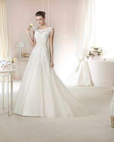 #Vestido de #novia con corte princesa, manga sisa de encaje y escote redondo. Modelo DAILA. chantu.es