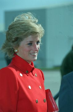 Princess Diana (not taken on 14 June 1990 because that day she had gold earrings) Princess Diana Family, Royal Princess, Princess Of Wales, Princesa Diana, Diana Fashion, Charles And Diana, Isabel Ii, Lady Diana Spencer, Queen Of Hearts