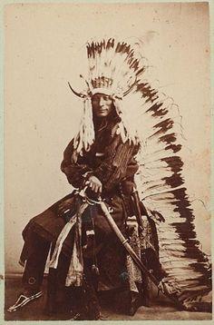 Cheyenne chief Whirlwind Native American Pictures, Native American Symbols, Native American Beauty, American Indian Art, Native American History, American Indians, American Women, Native Indian, Native Art