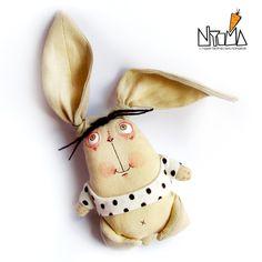 Foto por Relsa_z_plutonu Crazy Toys, Felt Crafts Diy, Bunny Toys, Bunnies, Fabric Animals, Decoupage Vintage, Doll Painting, Crochet Animal Patterns, Cat Doll