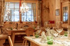 Traditionell und stilvoll eingerichtete Kaminstube im Small Luxury Hotel Bergwelt in Tirol, Österreich. Table Settings, Restaurants, Traditional, Traveling, Table Top Decorations, Restaurant, Place Settings, Dinner Table Settings, Diners