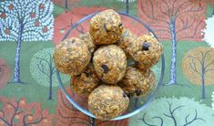 Chocolate chip pumpkin spice energy bites by: sarah remmer, rd Pumpkin Spice Muffins, Pumpkin Waffles, Pumpkin Spice Latte, Snacks To Make, No Bake Snacks, Healthy Snacks, Healthy Kids, Healthy Living, Protein Bites
