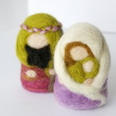 Nativity in Felted Wool : The Holy Family in Vineyard (Needlefelted Christmas Ornament OR Toy)