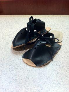 Sandales en cuir fait à la main pour enfants par SoftWalkerShoes
