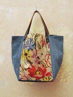 Tote with denim and vintage needlepoint. Sacs Tote Bags, Reusable Tote Bags, Patchwork Bags, Quilted Bag, My Bags, Purses And Bags, Diy Sac, Recycle Jeans, Upcycle
