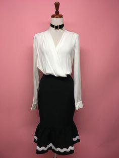 Falda negra con olán blanco - OH MY! STORE