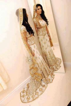 New wedding dresses pakistani bridal lehenga beautiful ideas Pakistani Bridal Dresses, Indian Bridal Wear, Asian Bridal, Bridal Lehenga, Indian Dresses, Indian Outfits, Bridal Gown, Indian Clothes, Pakistani Hair