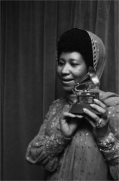 Aretha wins a Grammy