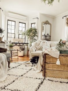 Looking for for inspiration for farmhouse living room? Check out the post right here for perfect farmhouse living room ideas. This farmhouse living room ideas will look entirely wonderful. Living Room Remodel, My Living Room, Living Room Interior, Cottage Style Living Room, Fixer Upper Living Room, French Country Living Room, Cozy Living, Farmhouse Style Kitchen, Modern Farmhouse Kitchens