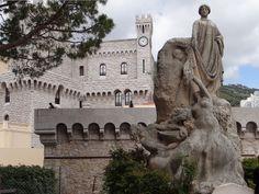 Palais Princier - Se toma como base las arcadas de piedra y la torre del reloj.