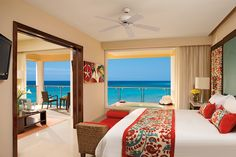 You can't go wrong with this suite view at Now Jade Riviera Cancun! There is nothing like having the ocean right outside your window!