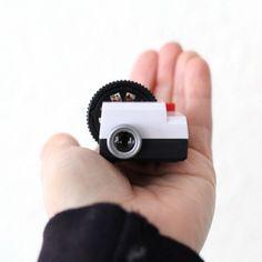 Pojecteo - a damn cute little Instagram projector.