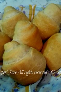 The oil rolls are soft and fragrant bites really simple to make at home. Panini Bread, Focaccia Pizza, Savory Snacks, Healthy Snacks, Sicilian Recipes, Easy Bread, Easy Cooking, Bread Baking, Mediterranean Recipes