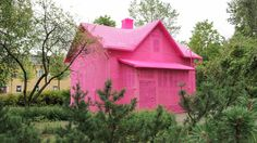 Agata Oleksiak. Keravan pinkki talo valmistui etuajassa. Copyright: Keravan taidemuseo. Kuva: Wilhelmina Suominen.