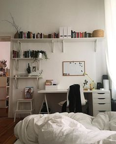 Good morning  @_ngoc_anh #berlin#fromwhereisit#bed#office#workplace#home#homedecoration#prettyplaces#interior#homefashion#mygirlshome#interiordesign