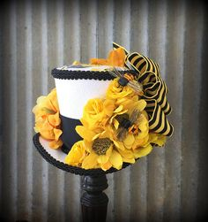 Kentucky Derby Mini top Hat Bee Mini Top Hat yellow and Tea Hats, Tea Party Hats, I Love Bees, Derby Day, Kentucky Derby Hats, Wearing A Hat, Yellow Flowers, Flower Patterns, Fascinators