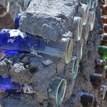 """Bottle Wall """"Art"""" About way between our cabin and Taos, NM lies the Greater World Earthship community. One common design element is the use of """"bottle wal… Natural Building, Green Building, Building A House, Bottle House, Bottle Wall, Use Of Bottle, Cordwood Homes, Earth Bag Homes, Earthship Home"""