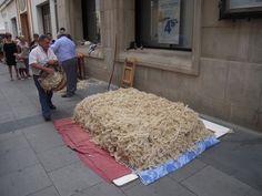 """El colchonero, se sentaba en la sombra y """"batía"""" la lana"""