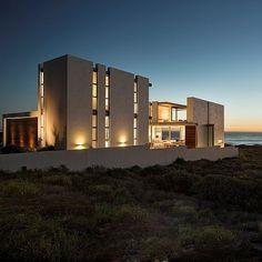 Pearl Bay Residence by Gavin Maddock Design Studio  #homeadore #architecture #residence #house #property #home #casa #maison #villa #yzerfontein #southafrica #adamletch #gavinmaddockdesignstudio