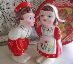 Adorable  vintage red and white salt and pepper shakers. http://cdiannezweig.blogspot.com/
