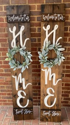 Welcome Signs Front Door, Welcome Home Signs, Wooden Welcome Signs, Outdoor Welcome Sign, Front Porch Signs, Outdoor Signs, Christmas Porch, Christmas Crafts, Wooden Christmas Decorations