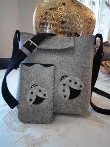 Result image to create felt bags- Risultato immagine per creare borse in feltro Result image to create felt bags - Handmade Felt, Felt Diy, Handmade Bags, Felt Crafts, Fabric Bags, Felt Fabric, Felt Phone Cases, Felt Purse, Denim Bag